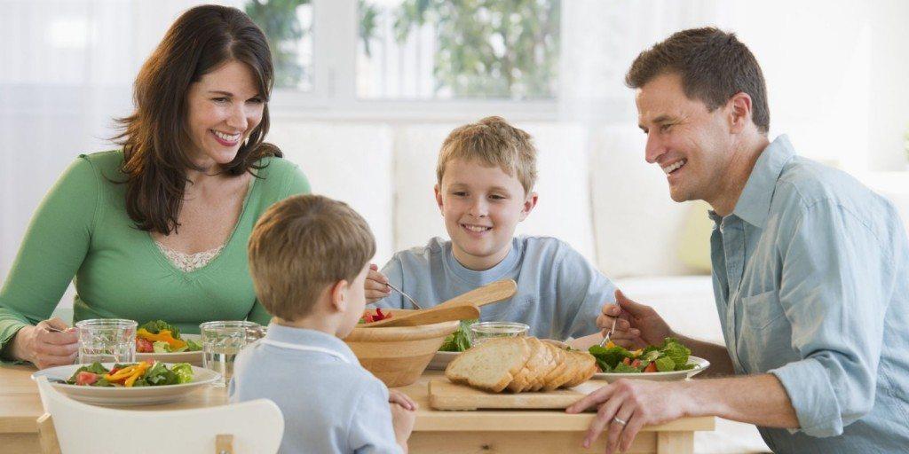 o-FAMILY-DINNER-facebook