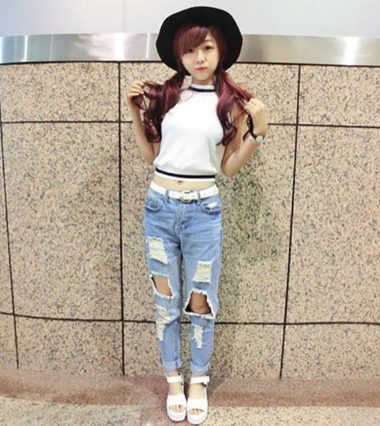 Šī meitene ir iespējams pati skaistākā McDonalds darbiniece 16