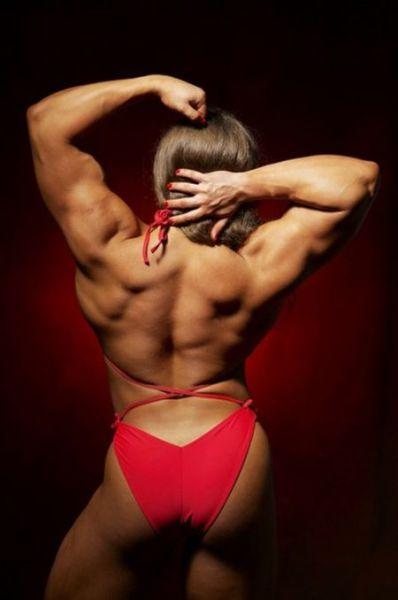 Šī sieviete sporta zālē neatpaliek no vīriešiem. Tev tas liekas sievišķīgi? 8