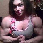 Šī sieviete sporta zālē neatpaliek no vīriešiem. Tev tas liekas sievišķīgi? 13