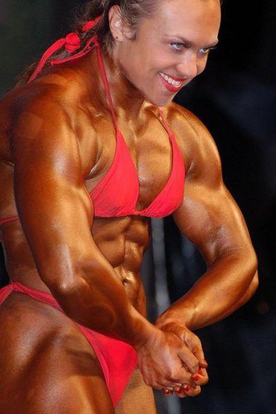 Šī sieviete sporta zālē neatpaliek no vīriešiem. Tev tas liekas sievišķīgi? 15