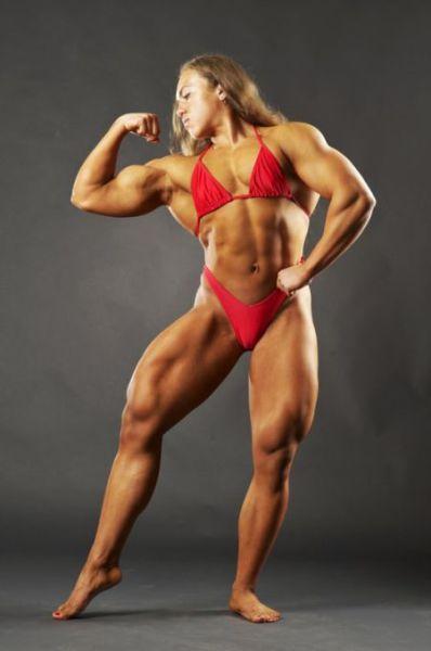 Šī sieviete sporta zālē neatpaliek no vīriešiem. Tev tas liekas sievišķīgi? 16