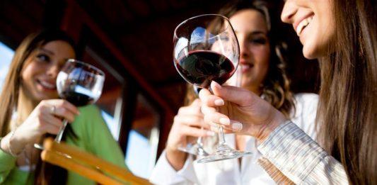 Katram dzērienam sava glāze, kā izvēlēties pareizo? Elegantās saimnieces ieteikumi tieši Tev