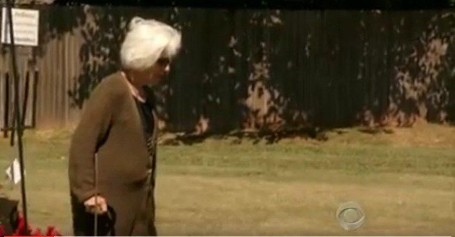 Šī padzīvojusī sieviete devās pie sava vīra kapa... Bet notika neticamais! 1
