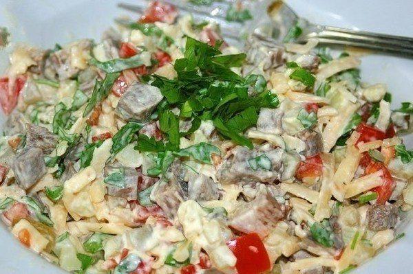 Liellopu gaļas salāti ar dārzeņiem - sātīgām vakariņām