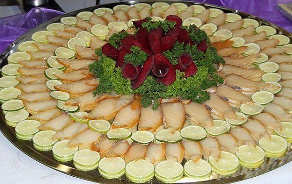 Idejas kā noformēt uzkodu plates jūsu svētku galdam 18