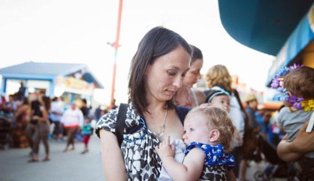 Viņu nosodīja par to, ka viņa baroja bērnu ar krūti sabiedriskā vietā. Bet mamma sniedza cienīgu atbildi 3