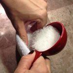Ģeniāla ideja - bērt zeķē sāli un uzkarsēt to uz pannas 4