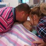 Mamma un tētis jau atvadījās no mirstošās meitas.... Bet tad notika brīnums! 1