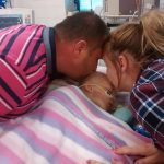 Mamma un tētis jau atvadījās no mirstošās meitas.... Bet tad notika brīnums! 6