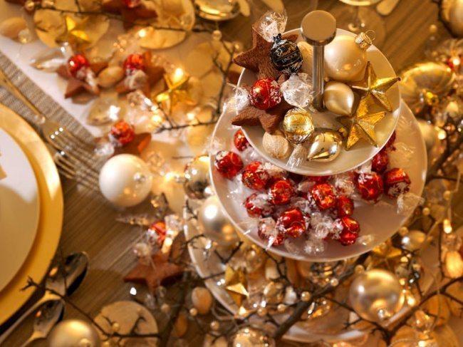 10 fantastiskas idejas kā klāt galdu, lai radītu īsto svētku sajūtu 8