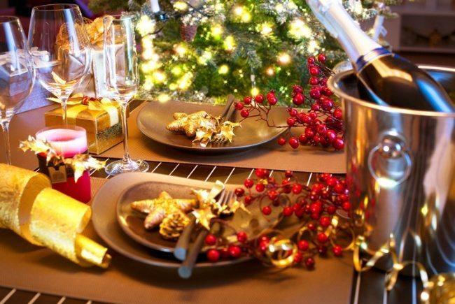 10 fantastiskas idejas kā klāt galdu, lai radītu īsto svētku sajūtu 3