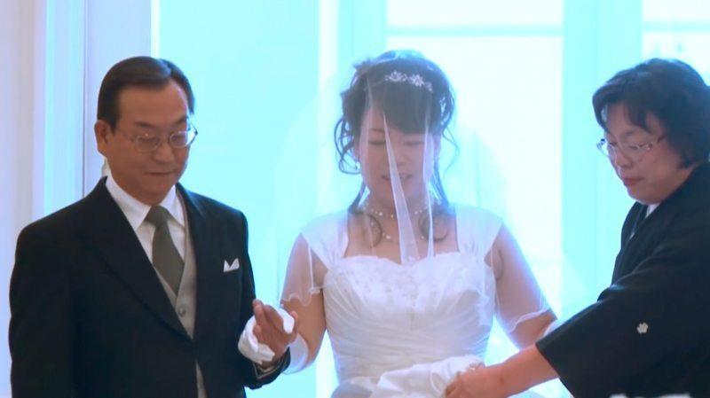 Līgavainis savu līgavu gaidīja 8 garus gadus. Laimīgās beigas aizkustināja visus... 9