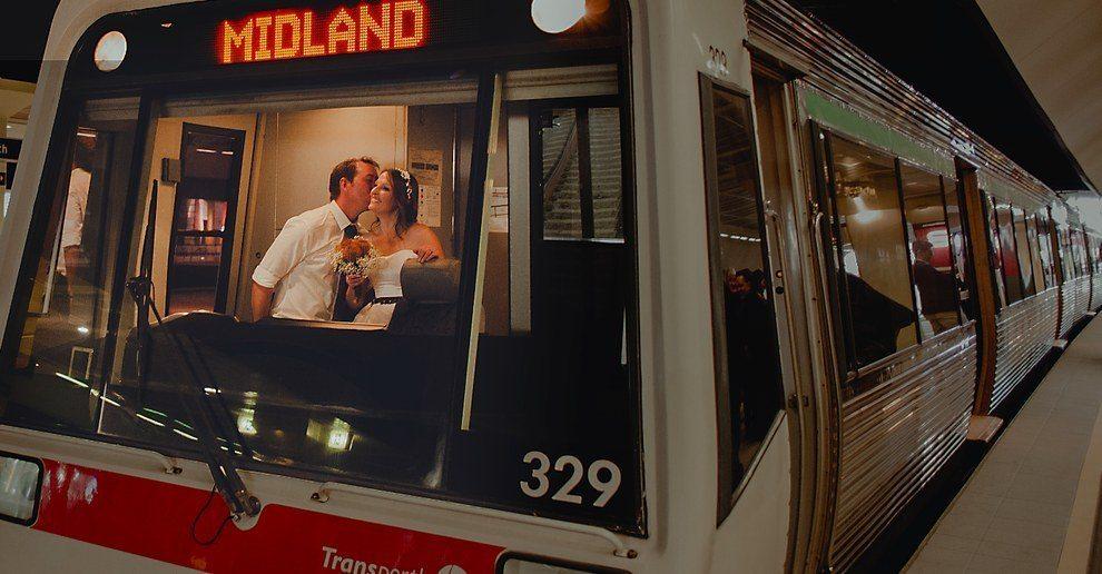 Šis pāris savas kāzas nosvinēja metro 3