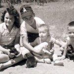 Viņš atstāja viņu ar 6 bērniem un 75 centiem kabatā. Tas, ko viņa atrada mašīnā, aizkustināja līdz asarām 9