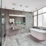 Pārkāpjot ierastā robežas: modernas tendences vannasistabas dizainā 11