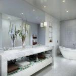 Pārkāpjot ierastā robežas: modernas tendences vannasistabas dizainā 41