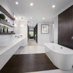 Pārkāpjot ierastā robežas: modernas tendences vannasistabas dizainā 61