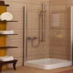 Pārkāpjot ierastā robežas: modernas tendences vannasistabas dizainā 31