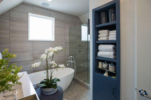 Pārkāpjot ierastā robežas: modernas tendences vannasistabas dizainā 84