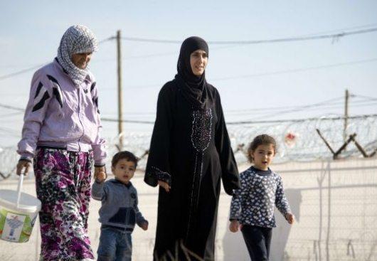 Bēgļu sievietes ik uz soļa tiekot pakļautas seksuālai vardarbībai un pazemojumiem