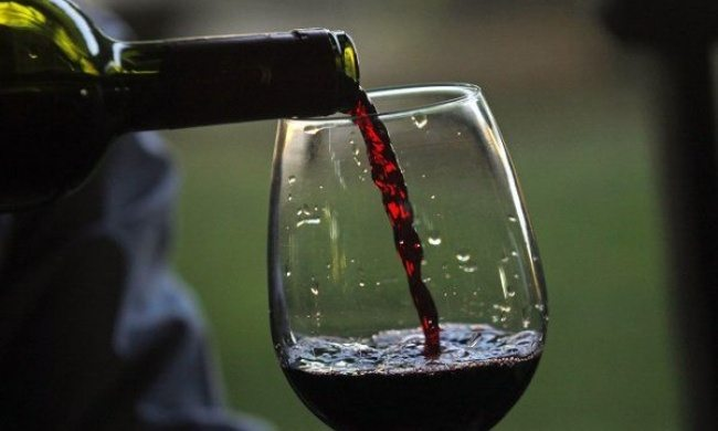 Zinātnieki noskaidrojuši, ka viena glāze sarkanvīna ir līdzvērtīga sporta nodarbībām 1 stundas garumā