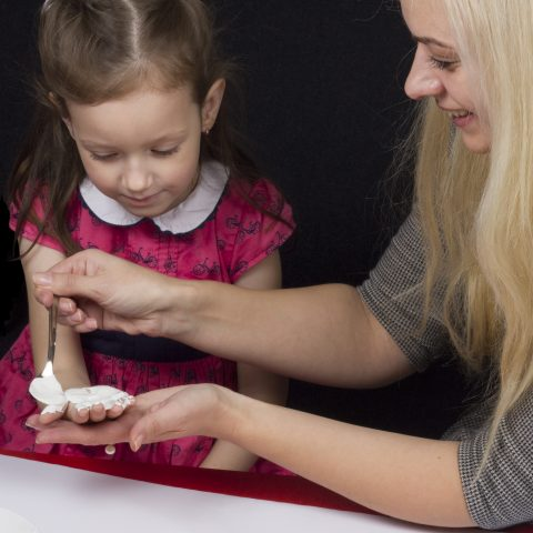 Aizņemto vecāku glābiņš: ekspertu padomi svētkiem
