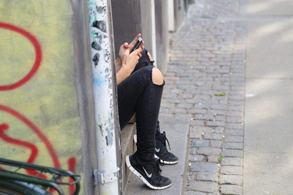 TOP 3 iemesli, kāpēc neizdodas sarunas ar bērnu par telefona lietošanu