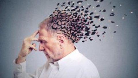Aizmirst savus tuvākos un sevi pašu – skaudrā Alcheimera slimība