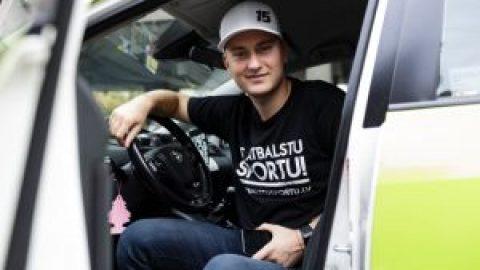 Ko par taksometra vadītāja darbu domā Reinis Nitišs? Četras autosportista atziņas
