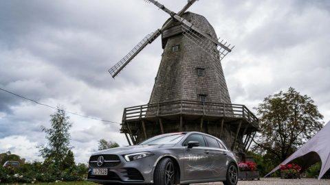"""""""Latvijas Gada auto 2019"""" pretendenti tiekas pie """"Rundāles pils"""" (+VIDEO)"""